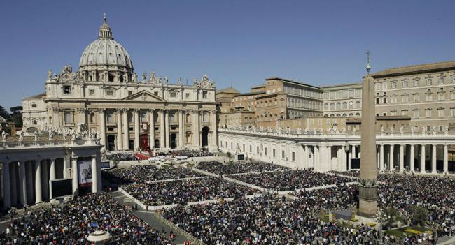 Piazza San Pietro -  Roma - Angelus - Giubileo straordinario della Misericordia 2015 - 2016