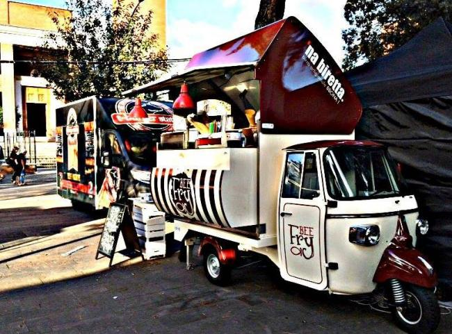 Street food 2015 a Roma - rione Testaccio - Pizza...e vai! Food stop on the road
